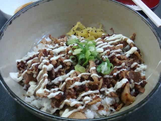 ニュージーランドの日本食屋で食べた豚生姜焼き丼