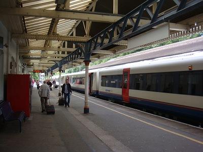 イギリス:電車のホーム